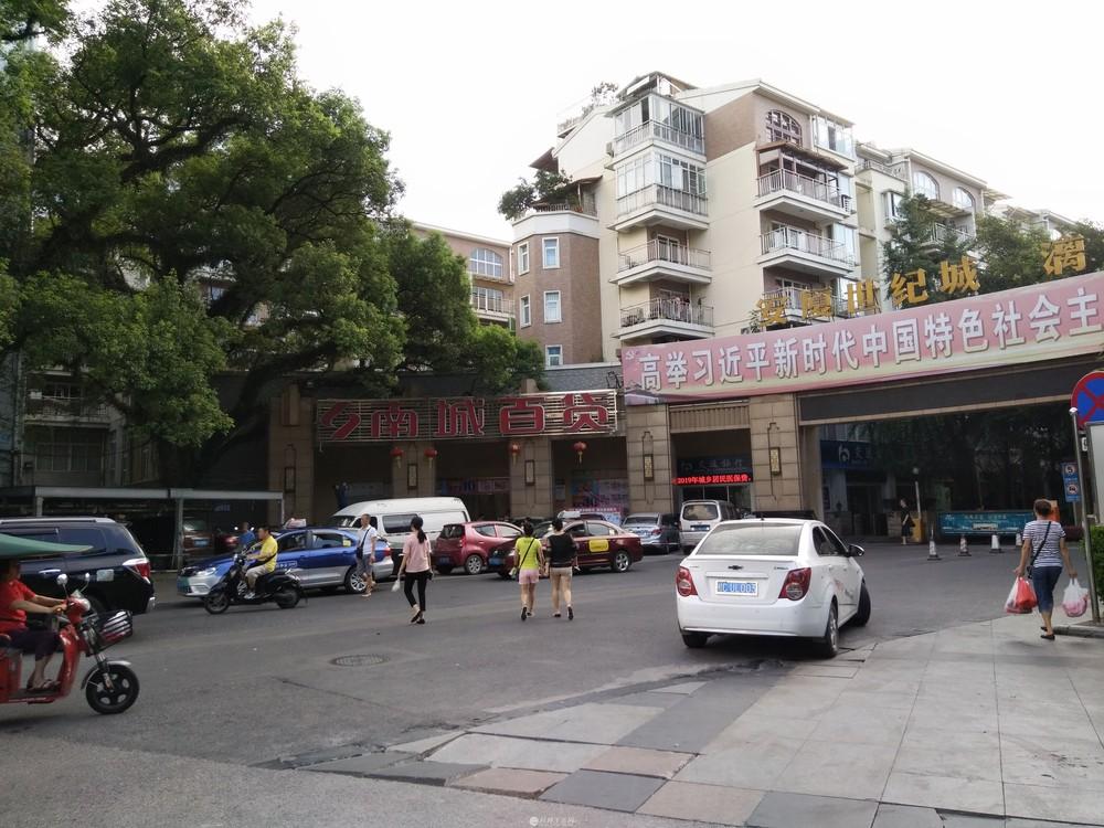 象山瓦窑口附近崇信路上安厦世出售纪城大门口商铺