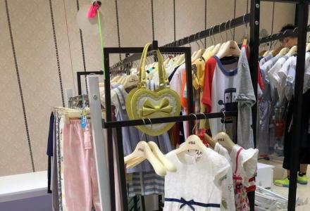 童装店 货柜 展柜 收营台 中导 模特等 出售 有意详谈