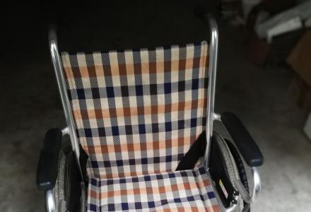 家有闲置95成新轮椅一部