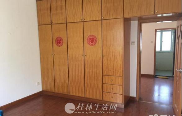 龙隐学区旺成苑小区精装4房2厅2卫120万出售,有车库另售