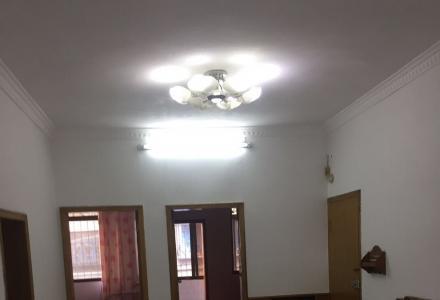 鹦鹉社区3室一厅出租
