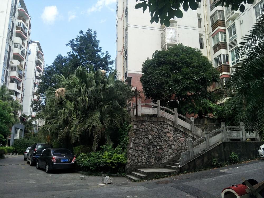 房东出租.鸿瑞·香格里拉了花园1楼3房2厅130平米