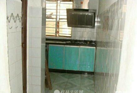 篦子园小区一楼2房1厅有院子中等装修900元家电齐全
