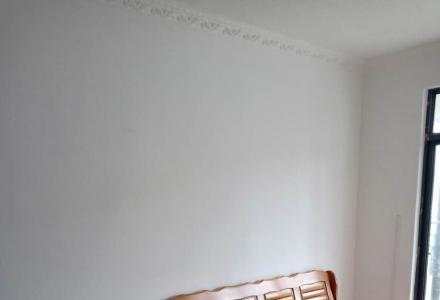 家具家电齐全,很新很干净。一年起租。
