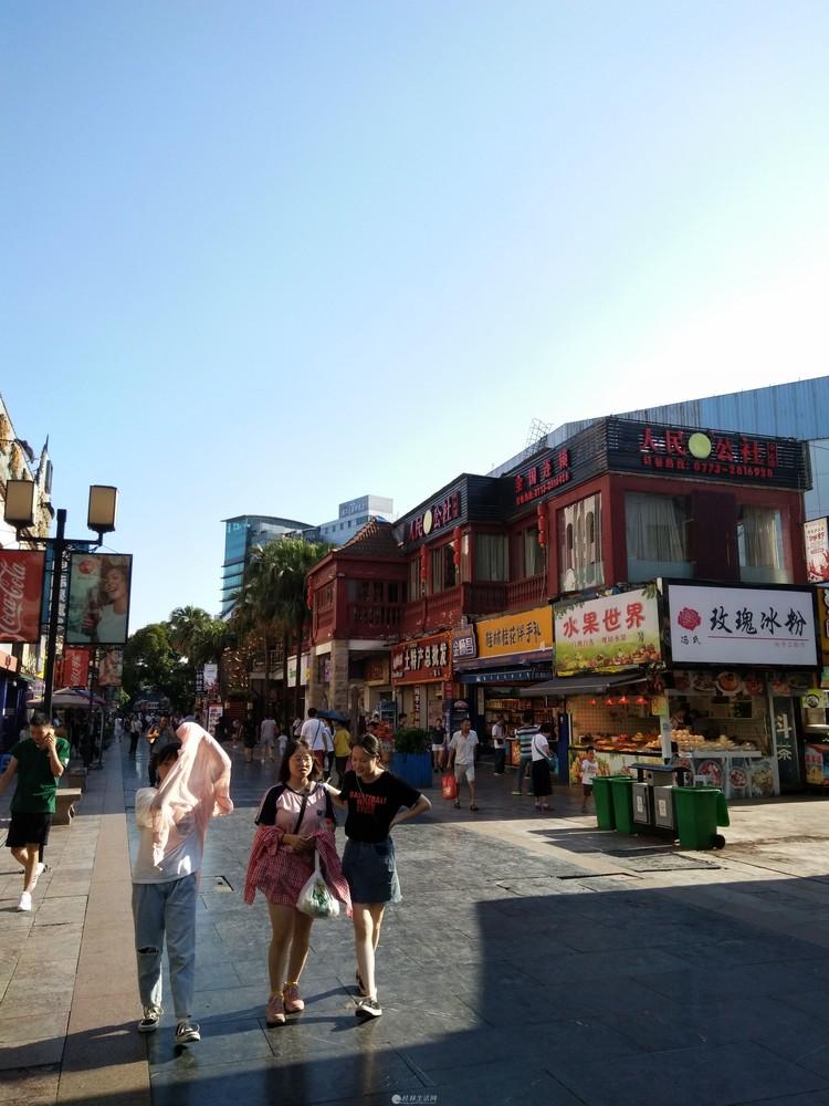 秀峰中山中路中心广场旁正阳步行街