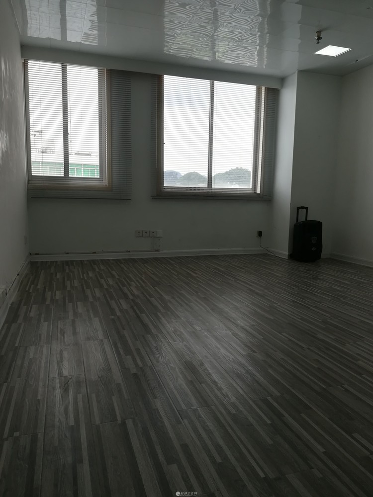 南方大厦5楼新精装修小复式写字楼出租