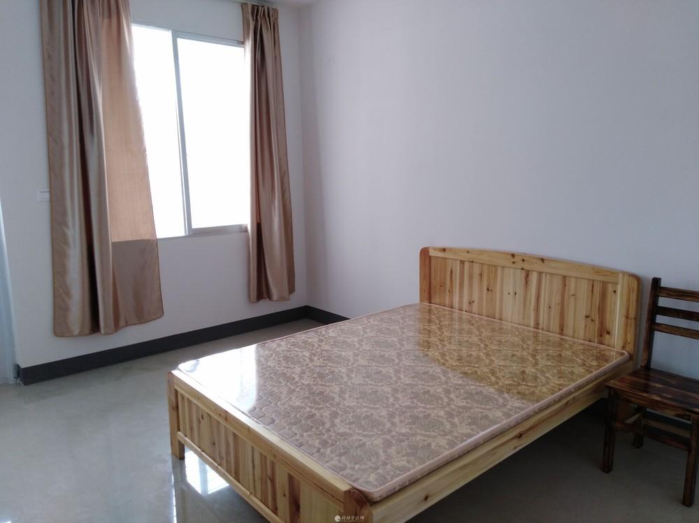 新楼二房一厅,三房二厅二卫出租还有写字楼,做办公室面积35平方观漓江风景,