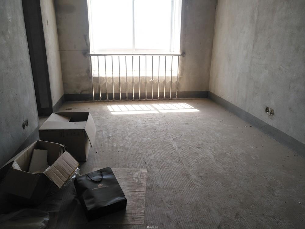 中山北路中北菜市旁一品居电梯3房2厅112平米65万