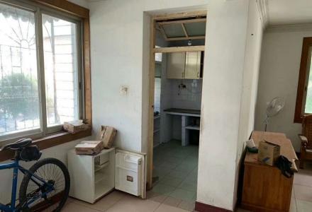 漓江郡府旁帝苑酒店后干休所 二楼带杂间三房 99年房