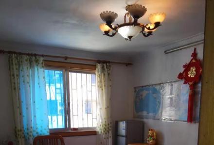 金河小区3楼2房1厅1卫,家具家电齐全拎包入住有杂物间停放电动车,月租金800元。