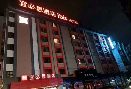 桂林火车站旁 可办公写字楼宾馆饭店可装修电梯 带四个门面 3300的单价