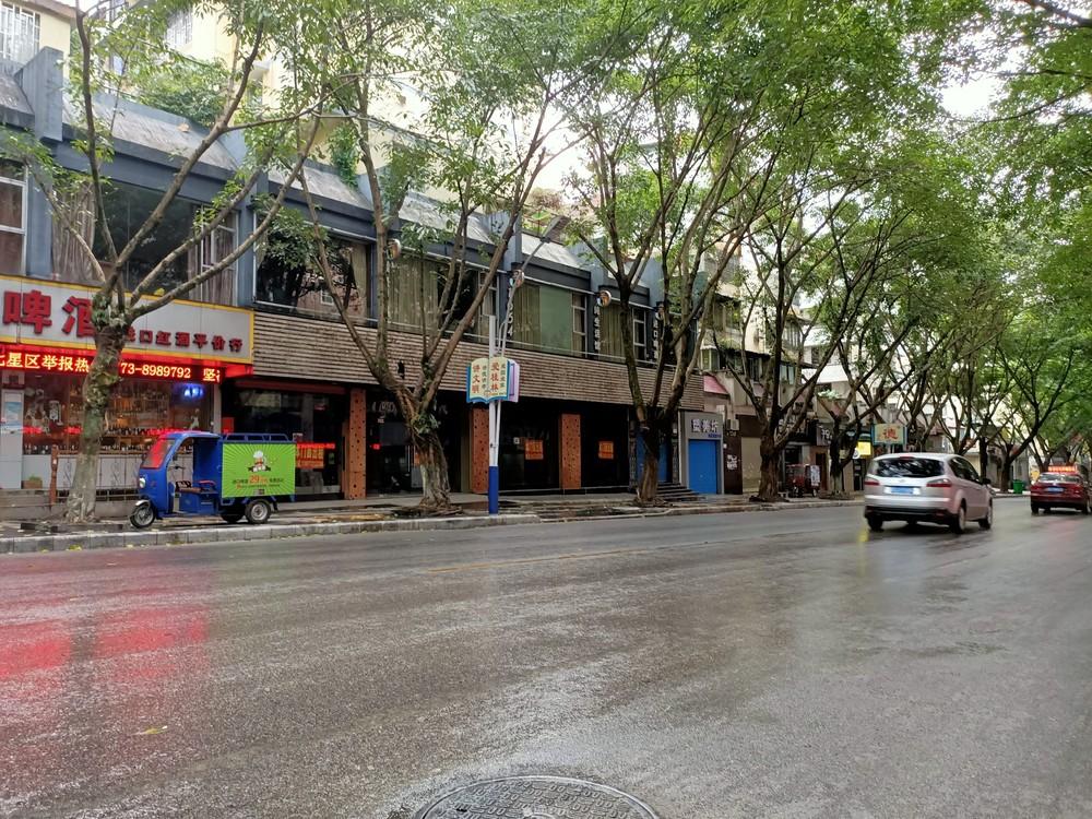 辅星路旺城岗临街门面,126平售175万,带租约出售。