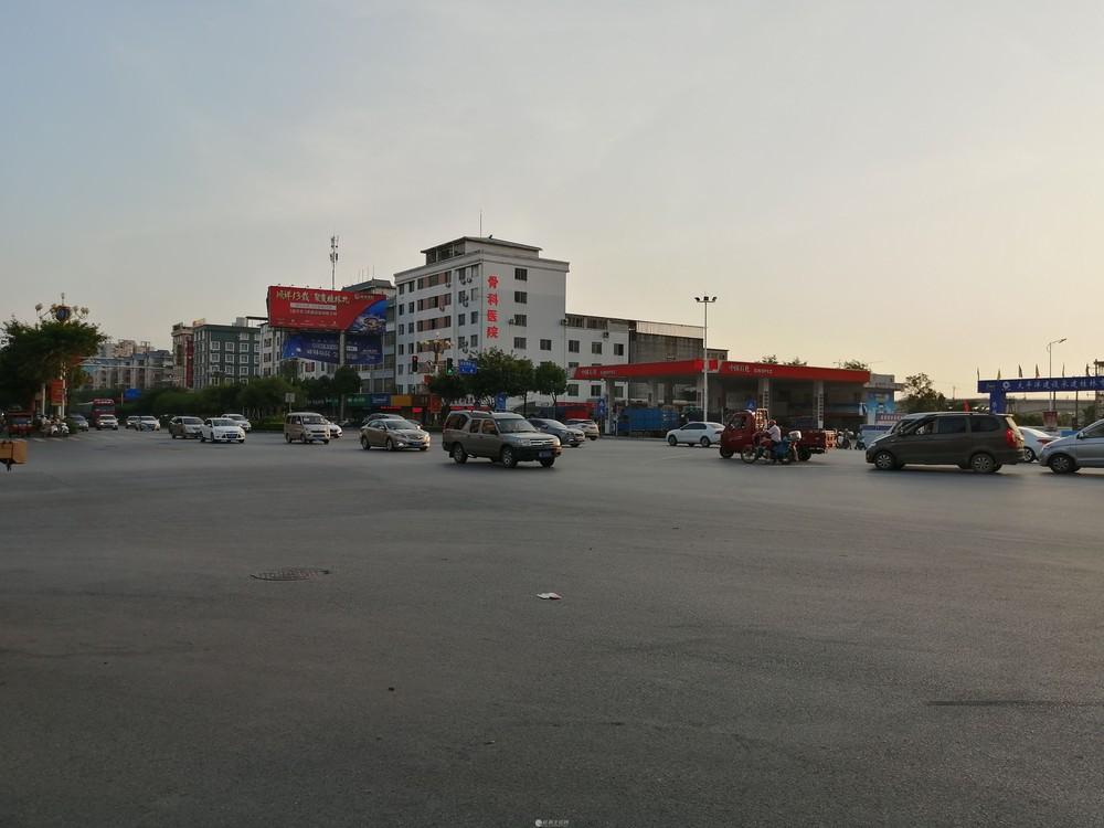 七彩花园北区当街双开商铺83平166万月租5000一个月