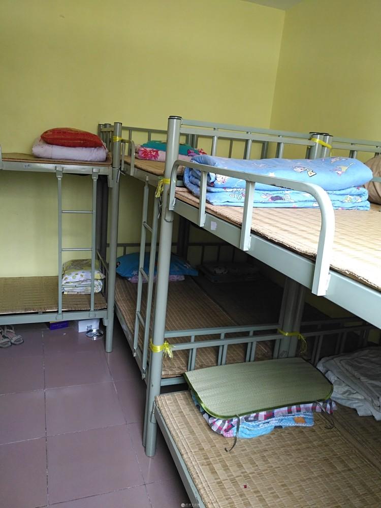 幼儿陪护托管中心,小学生辅导作业。