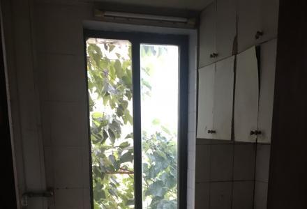 急出租铁西三里,17中学后面旁5楼2房2厅月租 1000元户型好,62平不是顶楼中装