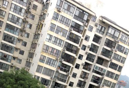 芦笛路芦笛菜市对面南城百货电梯5楼景观房