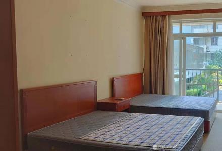 龙隐园一区精装3房2厅2卫带车库2600一个月出租