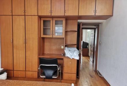 胜利小区精装修拎包入住150平米4房两厅2500元4楼