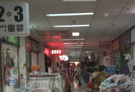 沃尔玛商圈广运美居二楼商铺32平46万月租2000