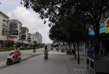 凤东小区当街旺铺42平65万月租2500一个月