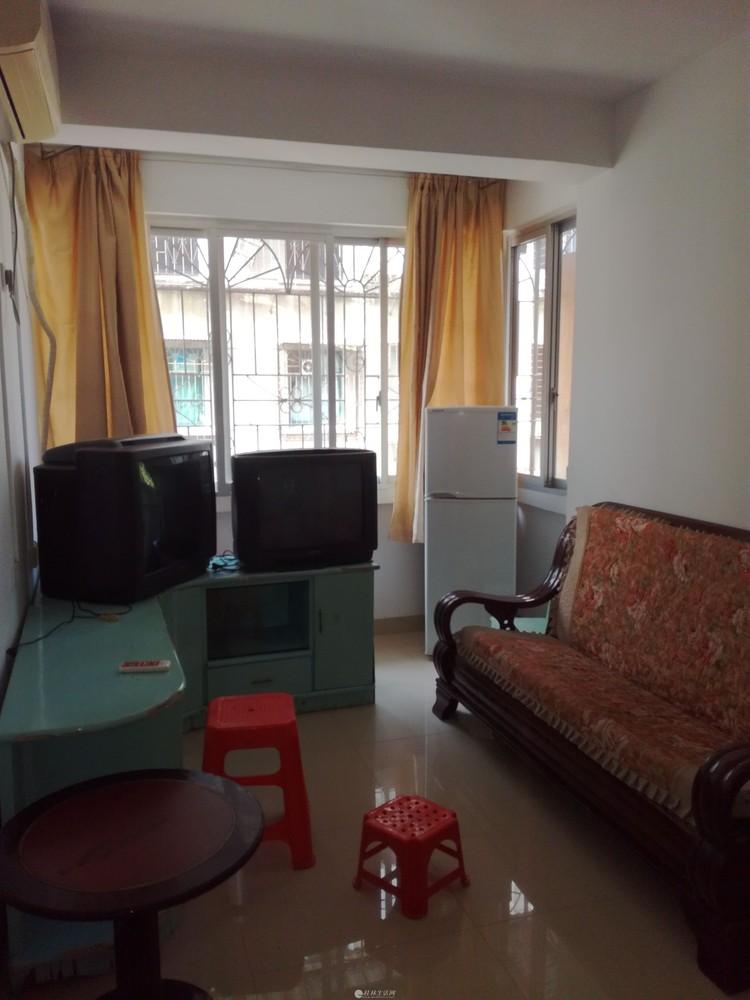 整租:三多路榕荫路三楼一房一厅每月租金1200元