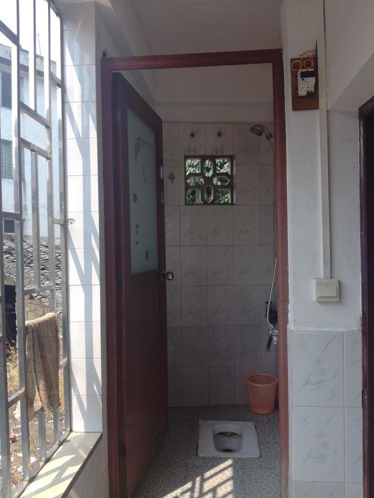 桃花江边一房一厅400元一个月