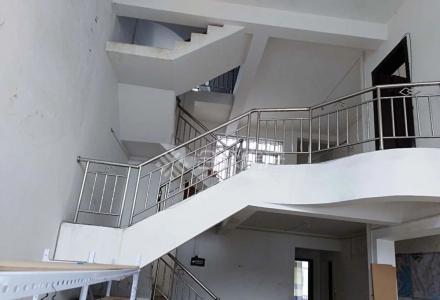 八里四路欧洲小镇 大复式楼 5室3厅 两个大露台 60万