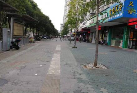 沃尔玛附近群众路口临街商铺50平售170万