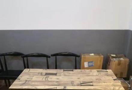 门面转让了,桌椅低价出售!