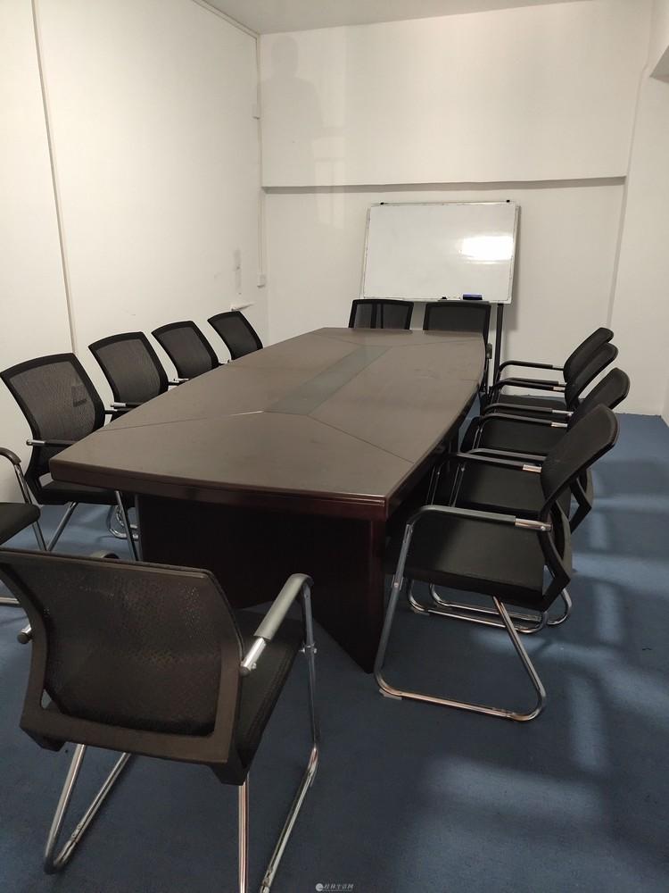 门面转让处理一批办公桌椅沙发3匹格力空调会议桌收银台等