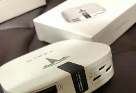 特斯拉Tesla x Power Bank 购车赠品充电宝