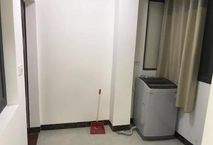 山水凤凰城精装修两房,拎包入住,交通便利,新房首次出租