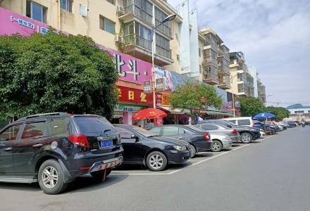瓦窑旅游批发城北斗商城,1楼主干道当街门面,22瓶仅剩60万带租约出售。