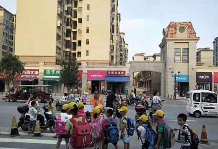 桂林汽车南站商圈 小学正对面临街一楼现铺 7000元/㎡起买旺铺