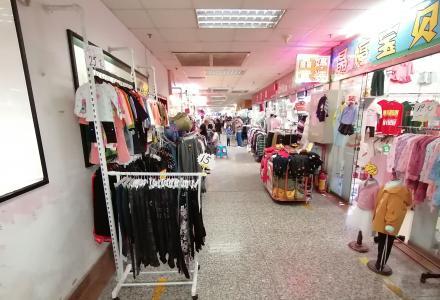沃尔玛商圈商贸城二楼商铺37平76万月租3300/月