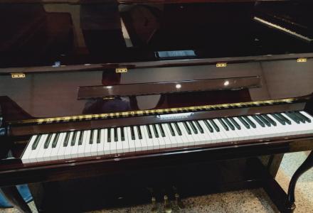 中外合资钢琴音色手感好