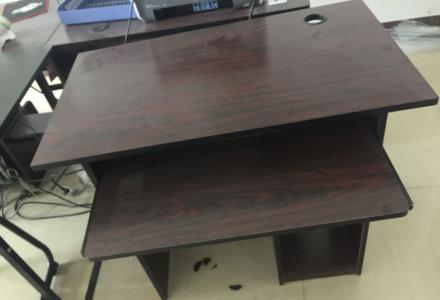 出售电脑桌,35元一张,5张,不议价,自提