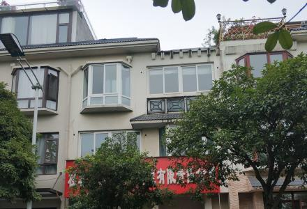 漓江华府三层联排别墅带前后入户花园和观景天台