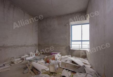 七星体育馆旁 碧水康城 小区中间电梯清水复式使用240平带30平大露台105万出售