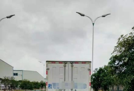江铃牌JX5044XXYXGE2轻型厢式货车