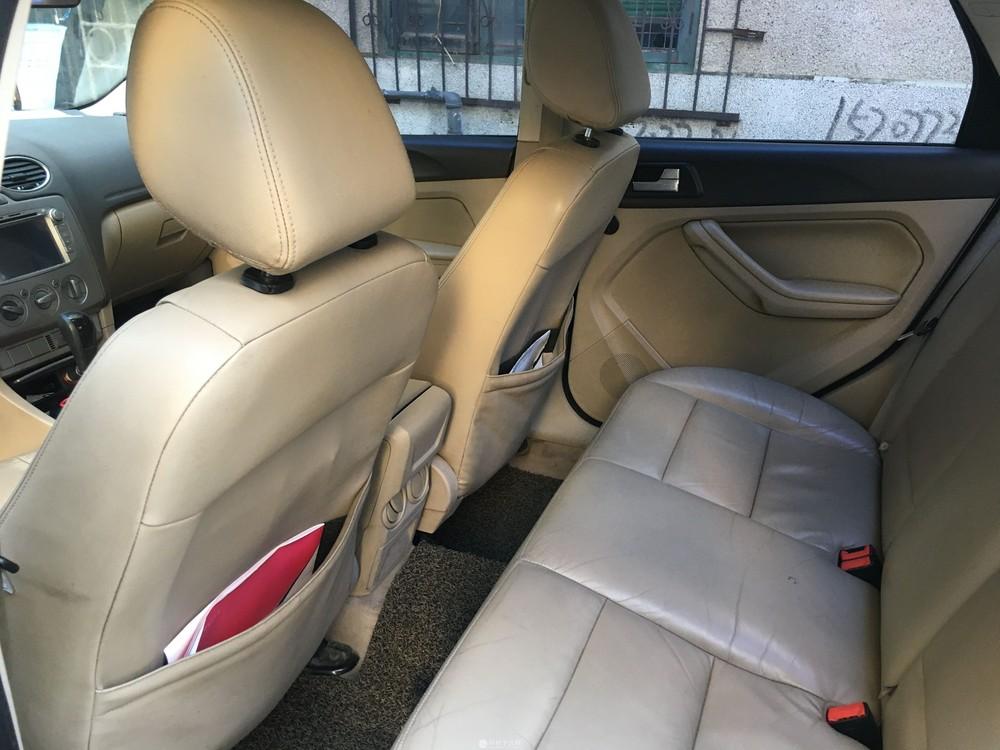 自用私家车2011款福特福克斯三厢1.8L自动档带天窗