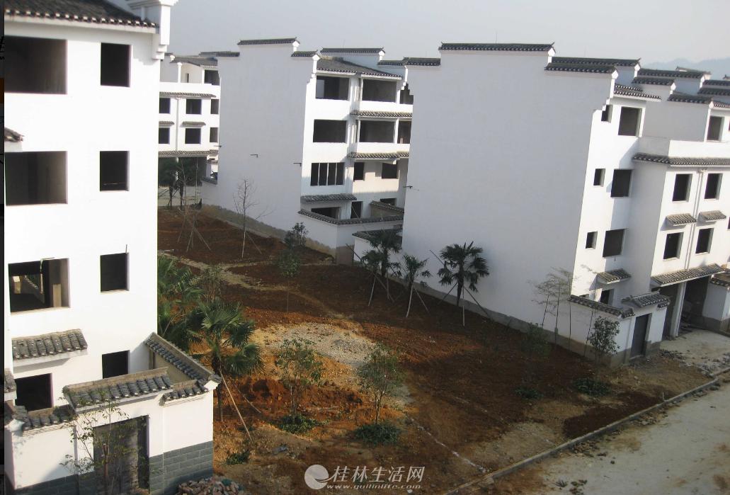 桂林市大圩古镇中心广场旁金水源小区别墅低价出售才2700元一平