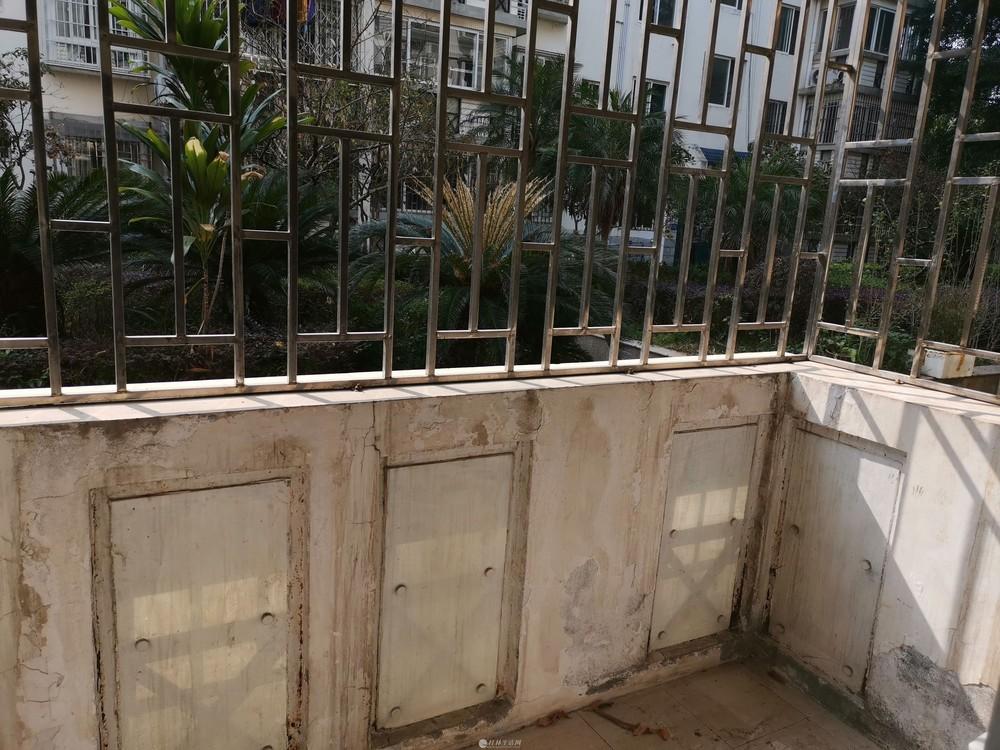 香山画苑3房2厅2卫只售75万超值