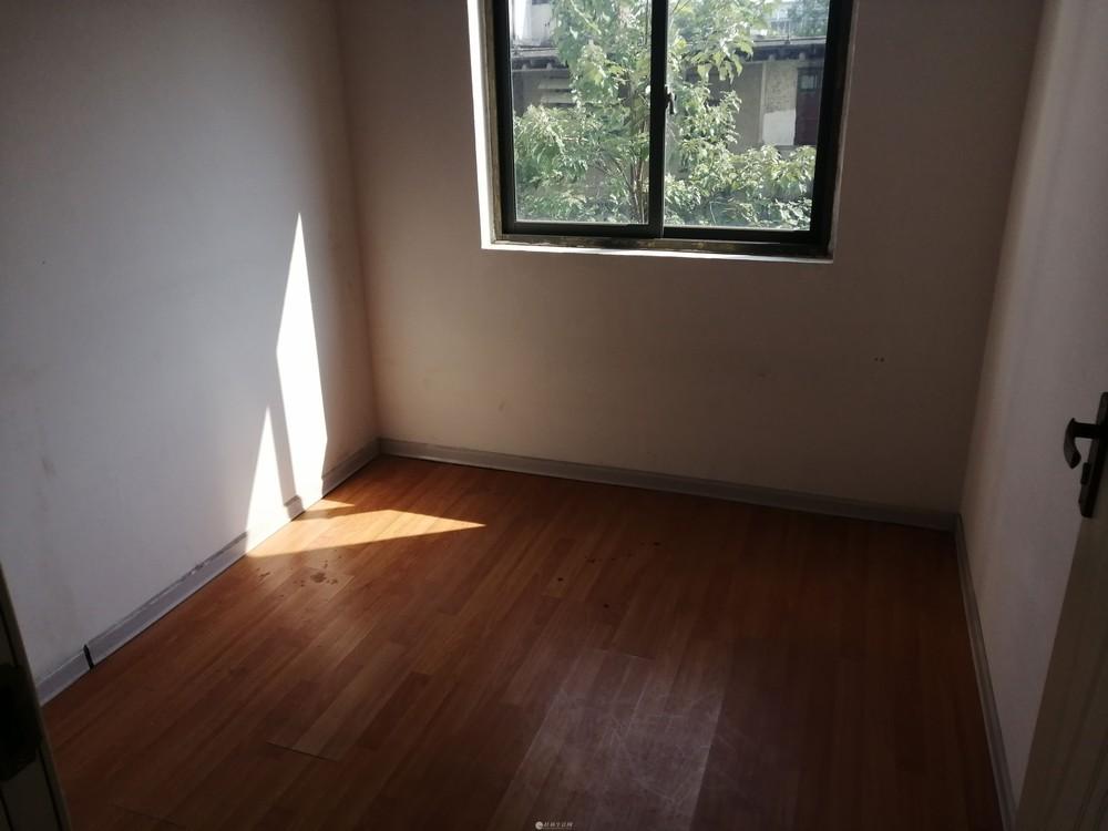 龙隐学区新天地电梯5楼3房93万