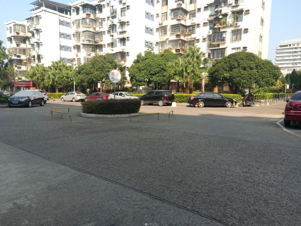 七星万达广场旁 新装修3房2厅 仅60万 步梯3楼