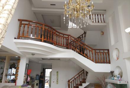 欧洲小镇使用面积300平米复式楼精装送阁楼露台65万