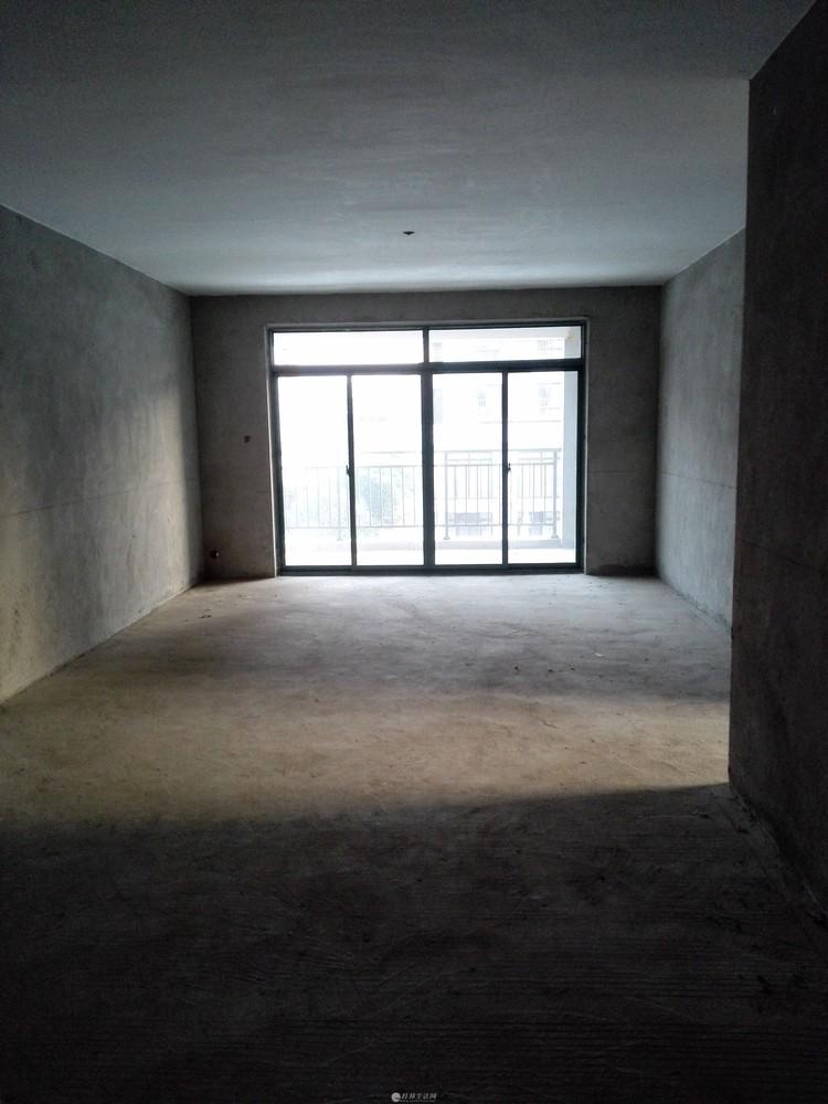 秀峰区政府旁边电梯毛坯房130平米3房2厅2卫仅售77万(加1车位总共85万)