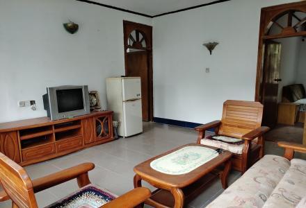 桂林市水利局 宿舍楼 简单装修3房2厅2卫(带20平米杂物间)100平米 1300元