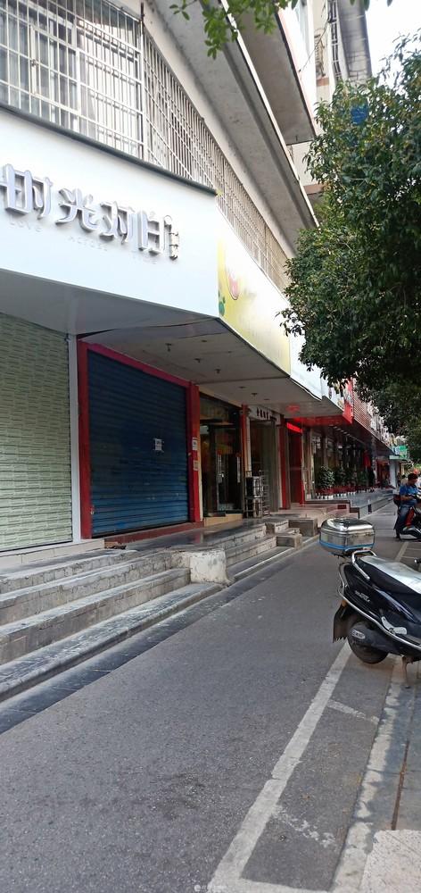 xq急售少年宫对面奶茶店门面,有下水道,适合做各种行业,70万