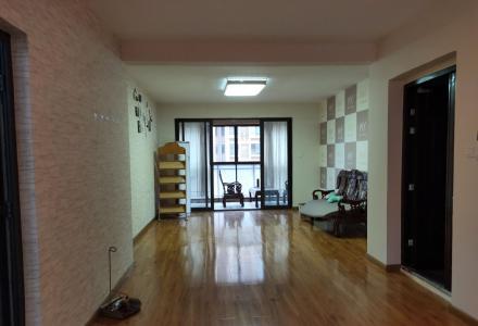 万达华府电梯8楼,空房适合办公,做工作室或者美容院都可以;也可以配齐家电家具居住
